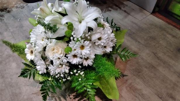 Création de bouquet rond vert et blanc à Saint-Jean