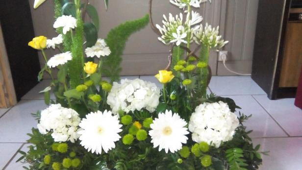 Création de jolie composition de fleurs à offrir à Saint-Jean